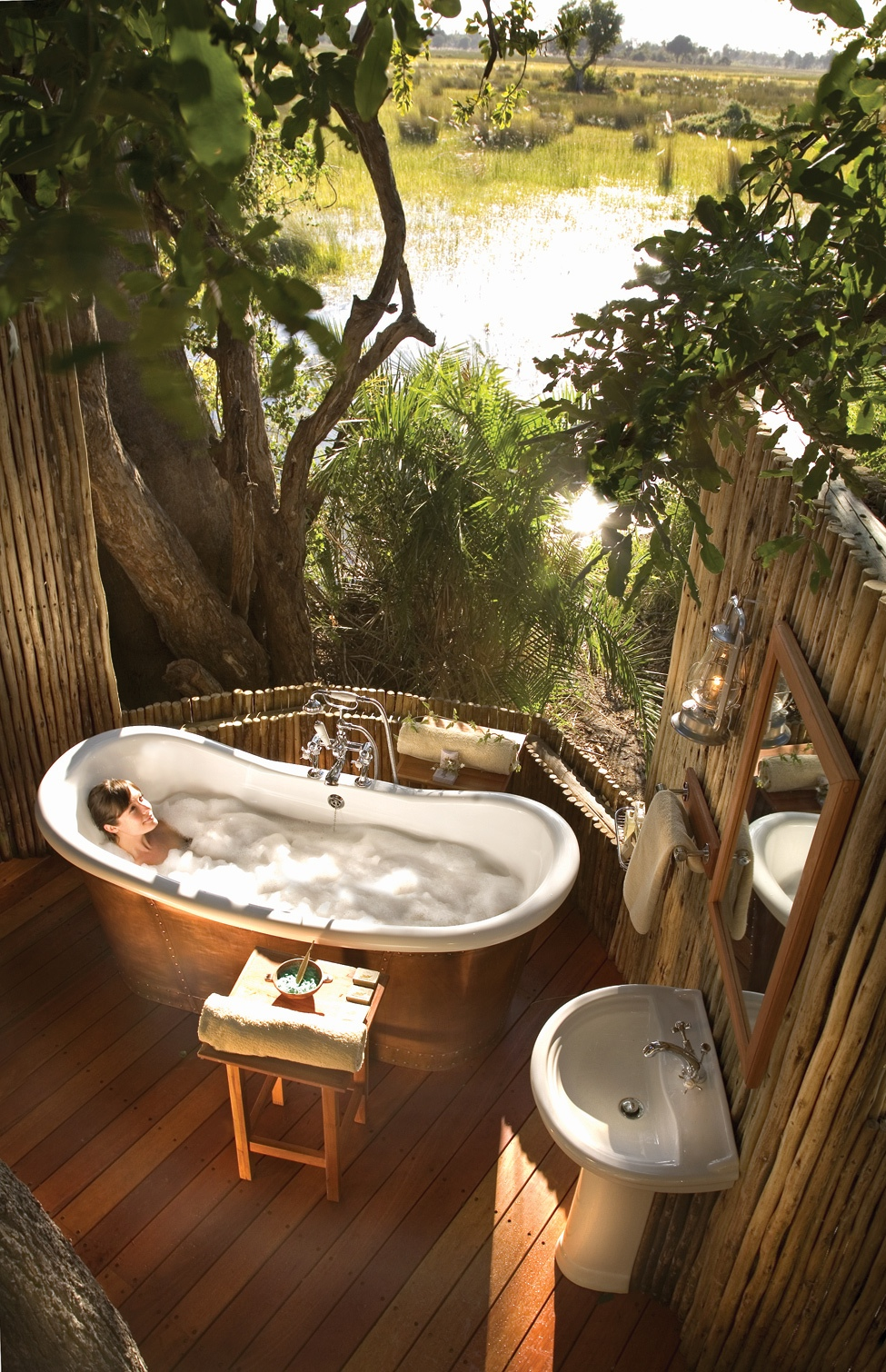 Traditional bathroom design with nature