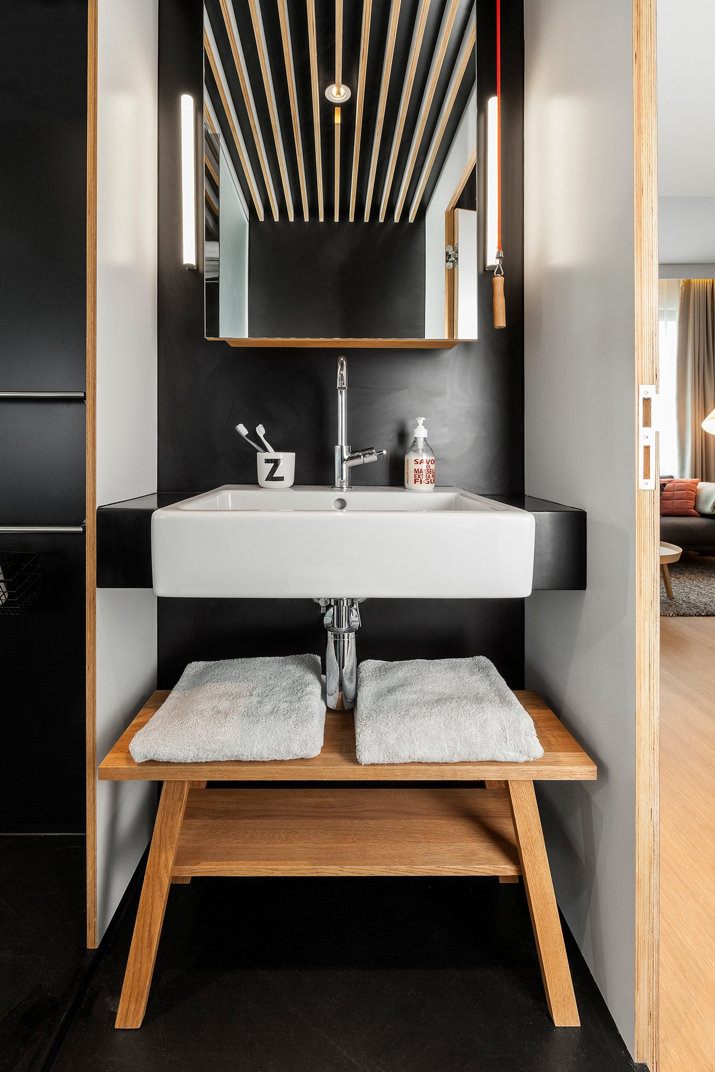 Cool small bathroom