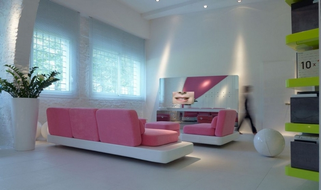 How to use bright color in the living room