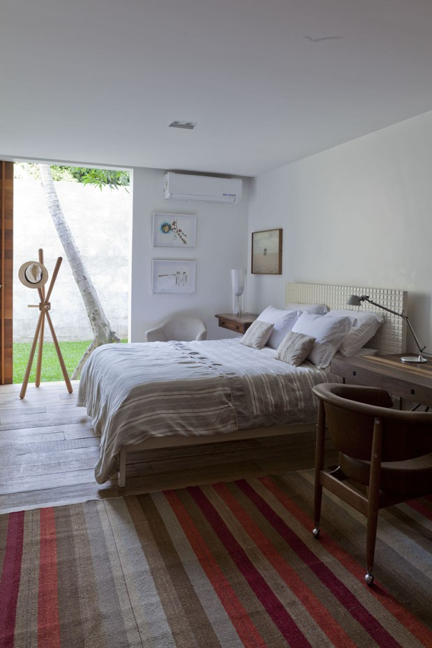 Classic bedroom design with a white shade