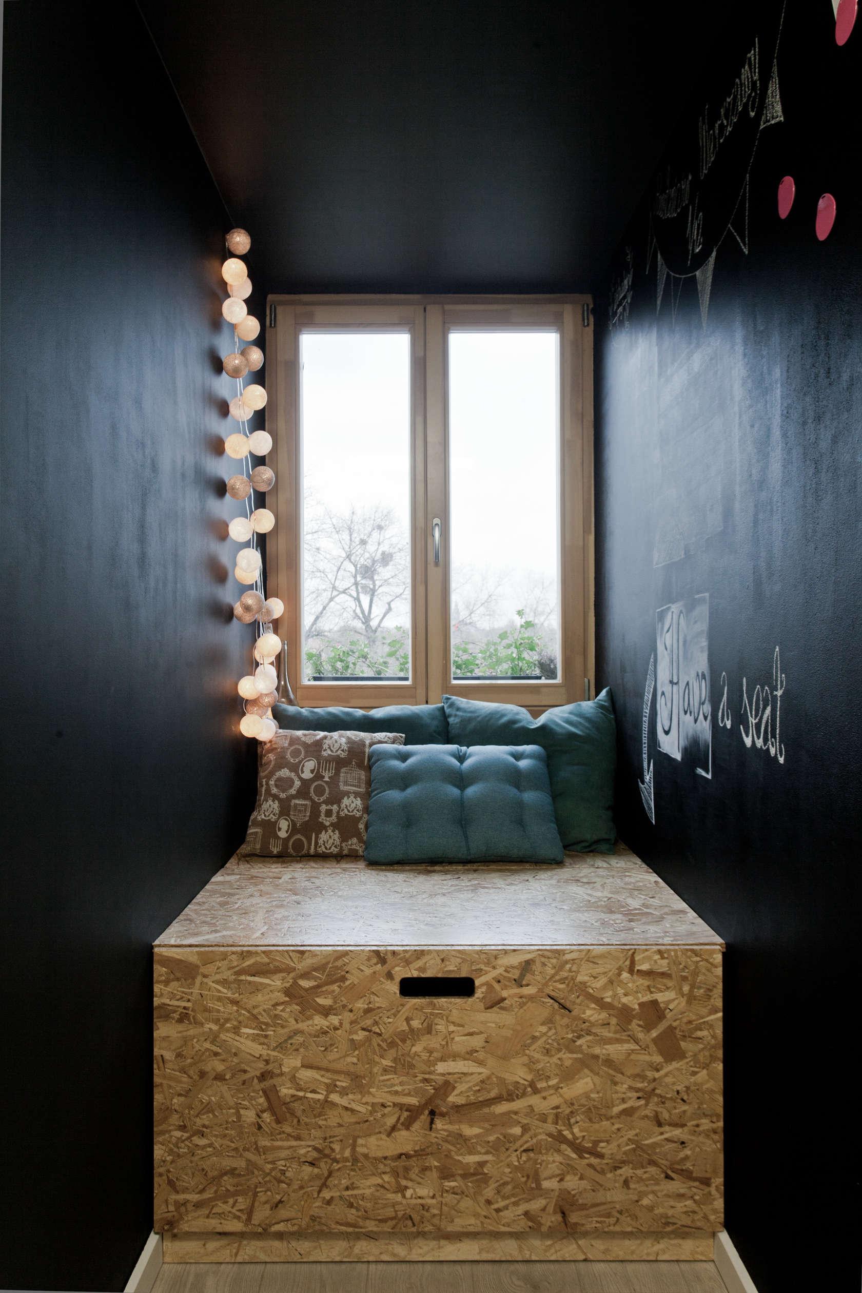Window set decoration