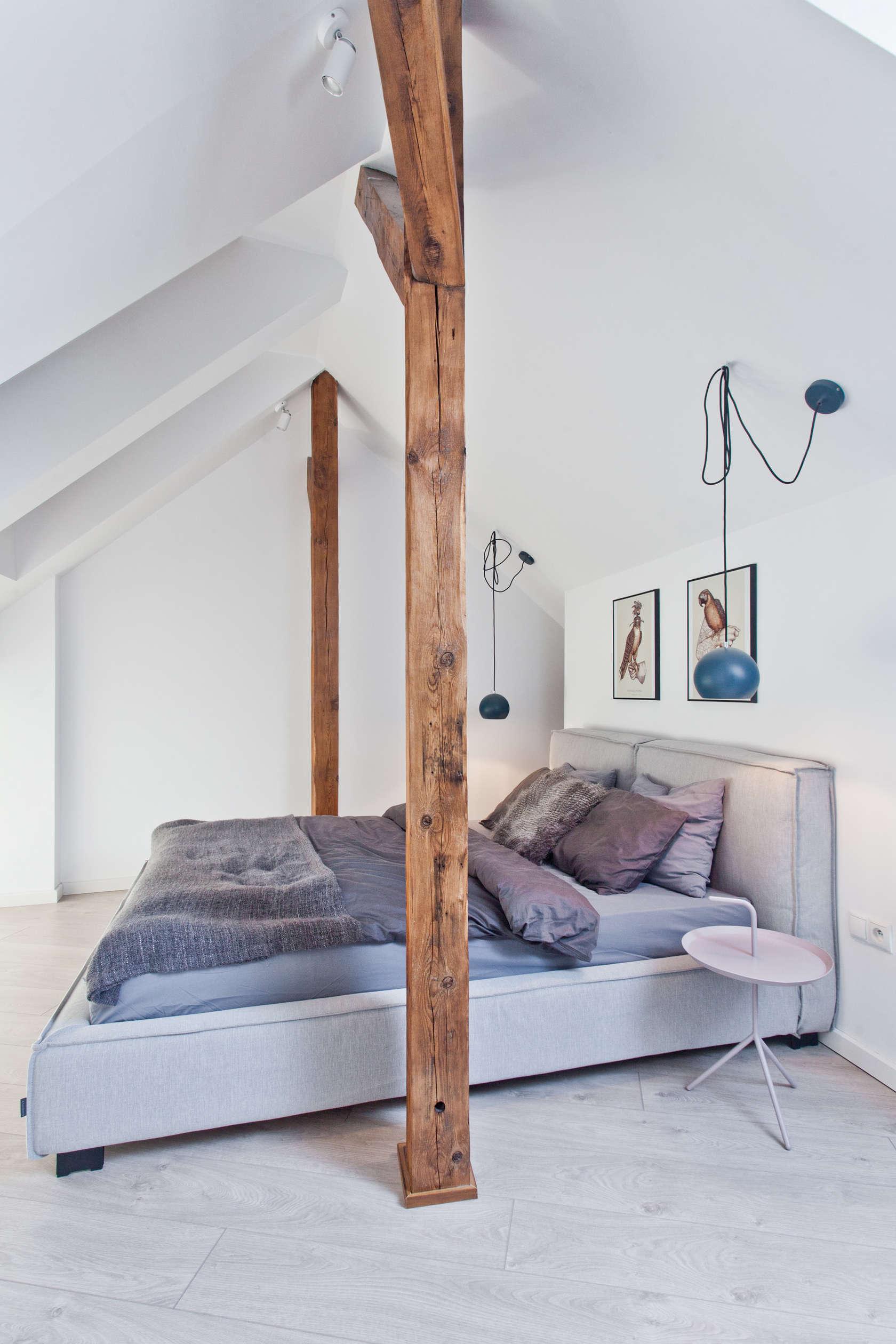 Luxurious bedroom using white theme