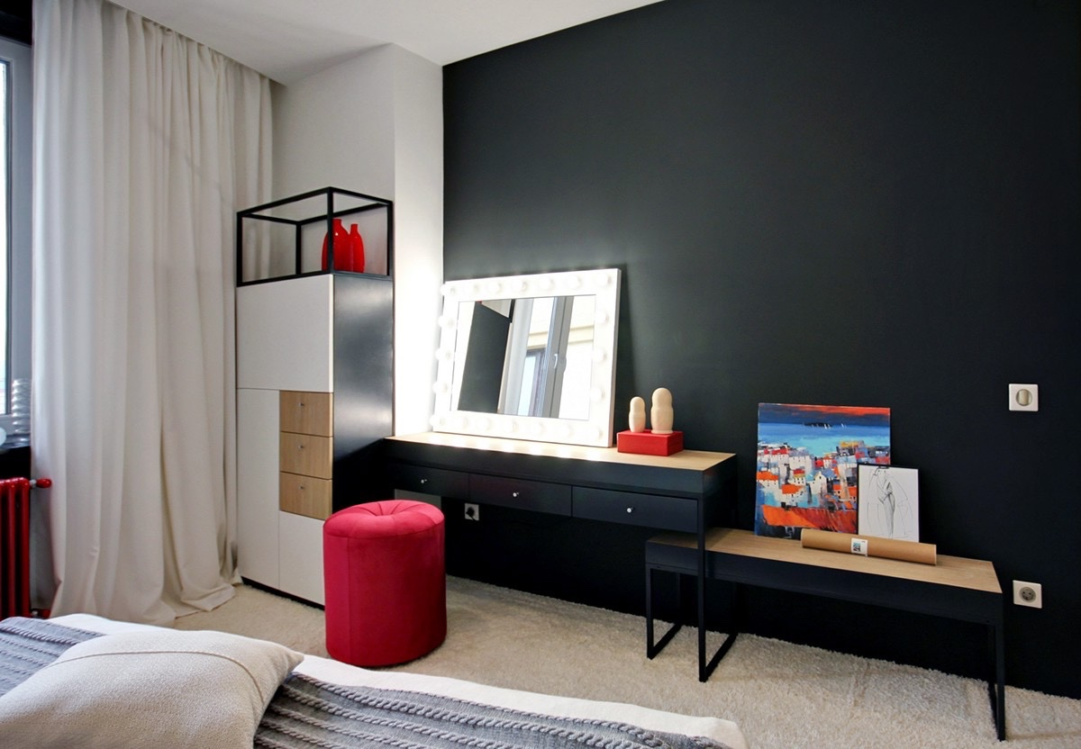Red and black combination for stylish bedroom