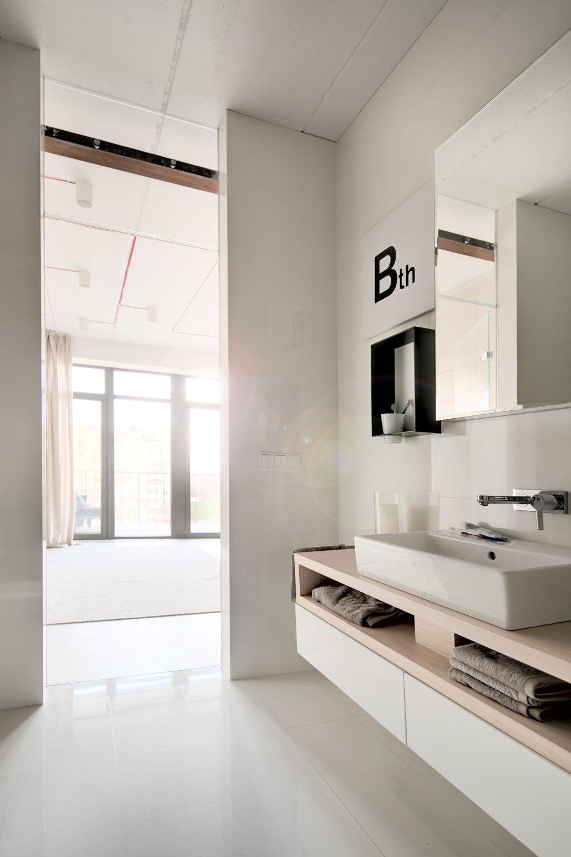 White bath ideas for small apartment