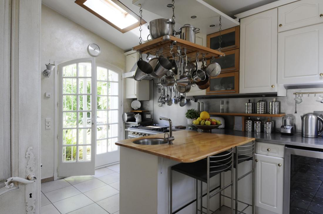 Country Style Kitchen Ideas With Compact Layouts