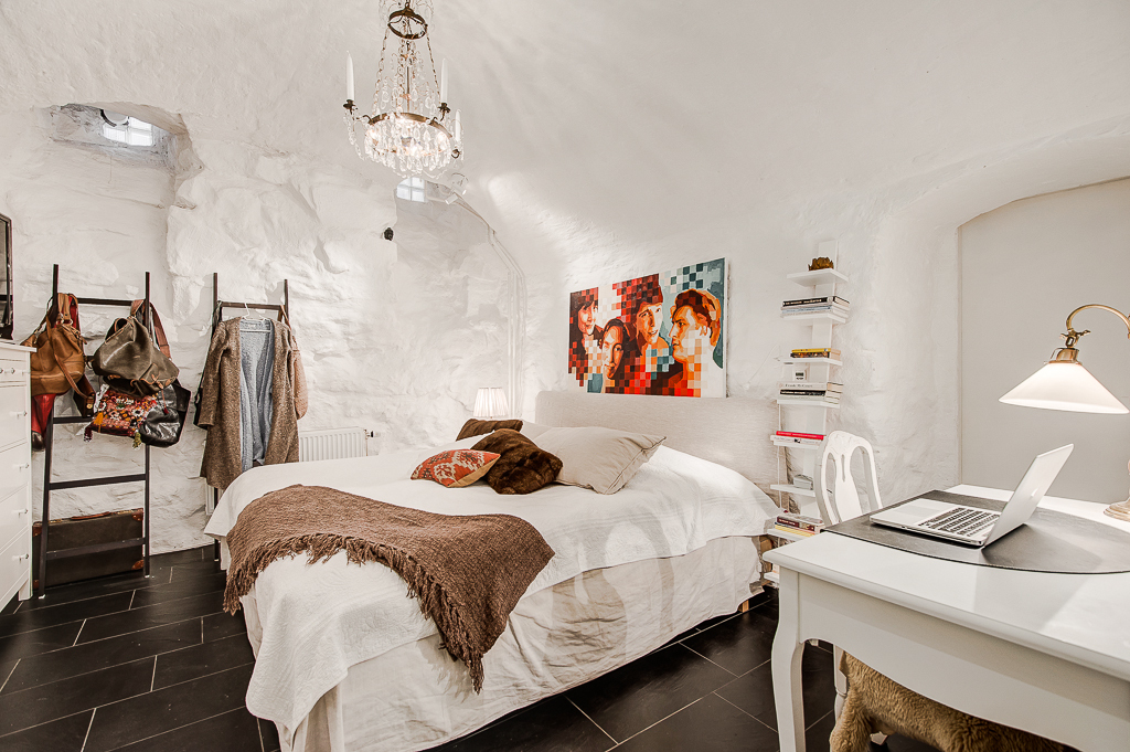 Modern Scandinavian bedroom style
