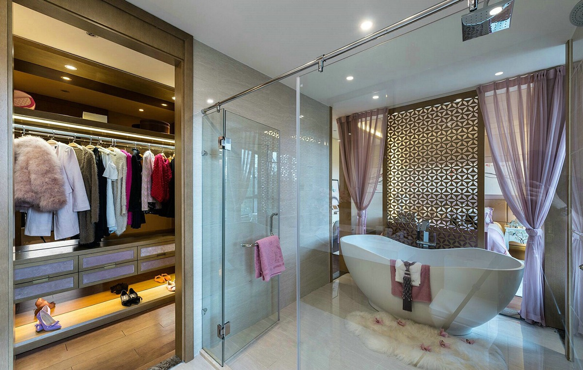 Pink bathroom design with japanese style