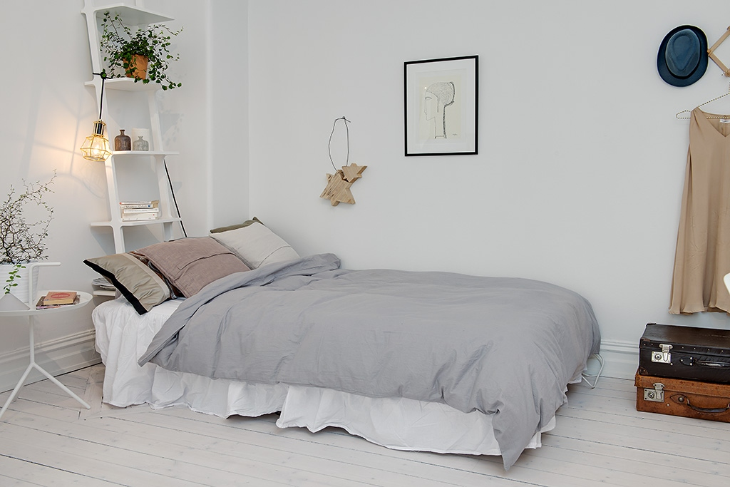 Stylish girls bedroom decor