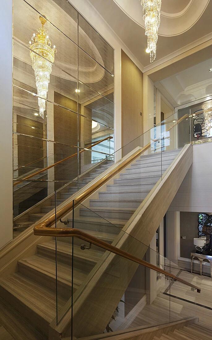 Glass staircase design