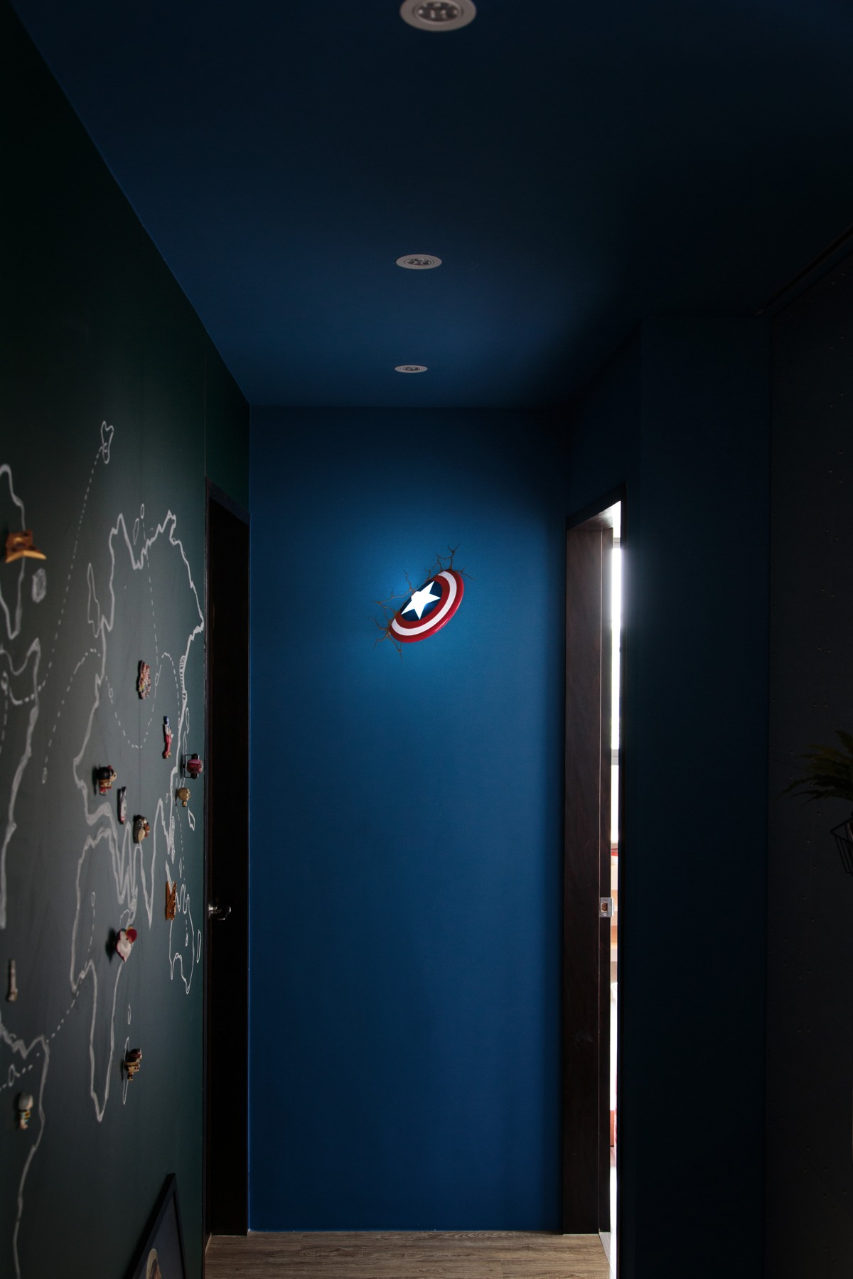 Unique apartment designs ideas with superhero decor for Superhero bedroom decor