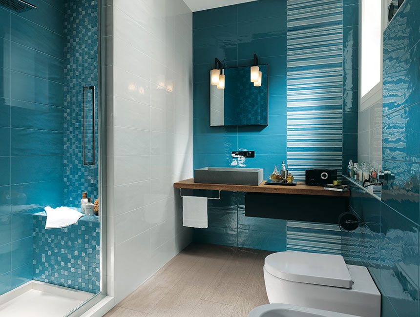 blue wall bathroom decoration