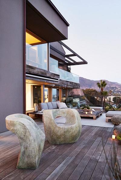 Minimalist balcony design