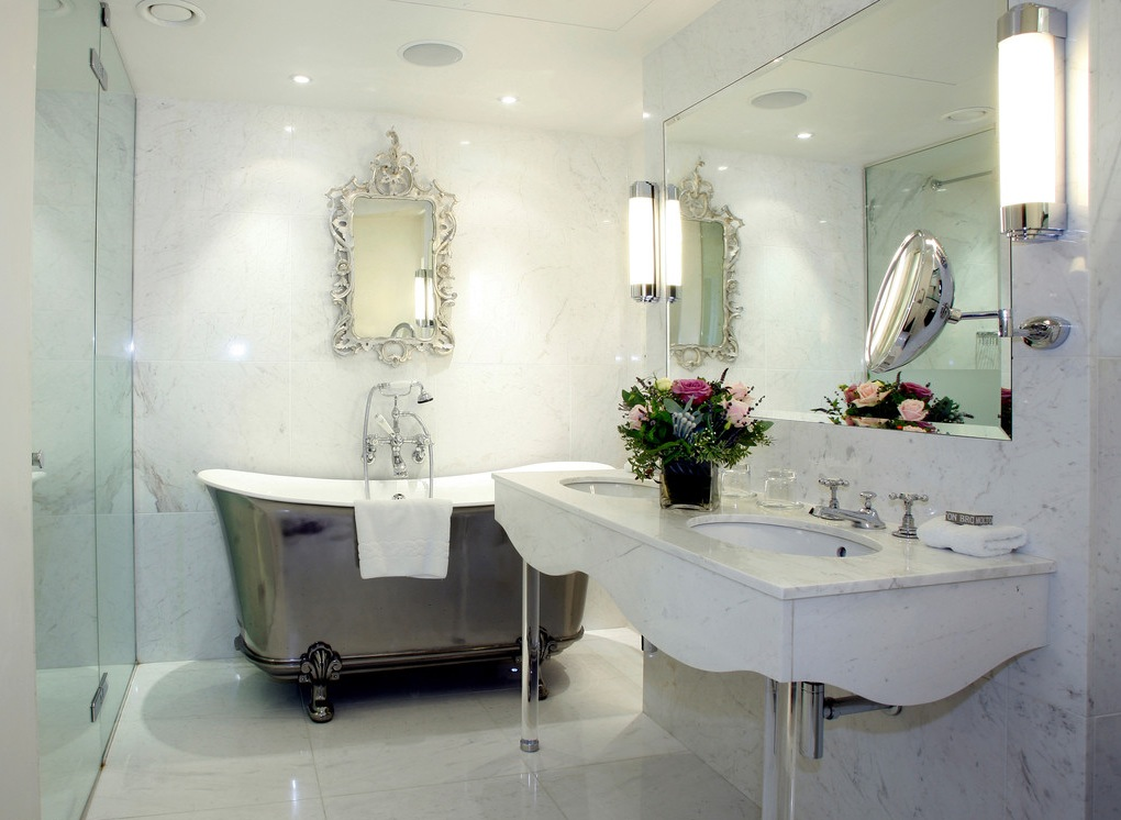 minimalist bathroom with silver bath
