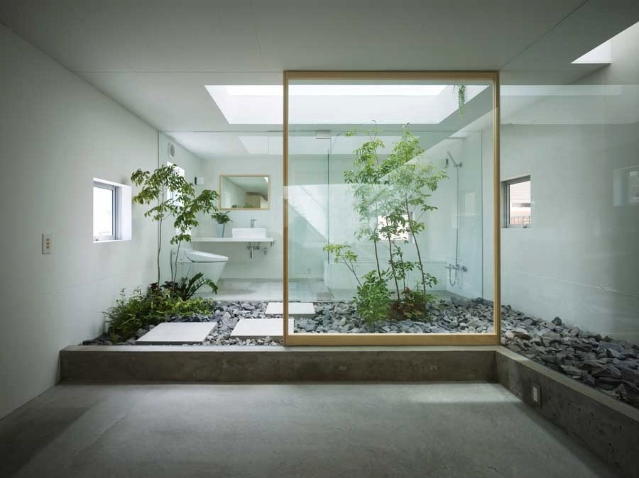 Japanese style bathroom with courtyard