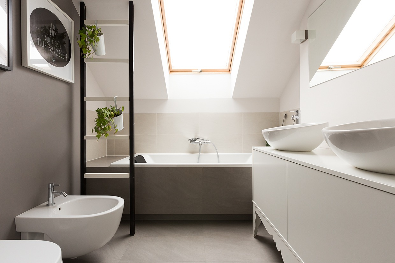 white luxury bathroom design