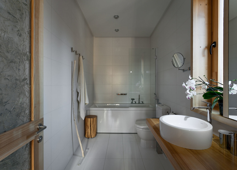 decorating minimalist white bathroom