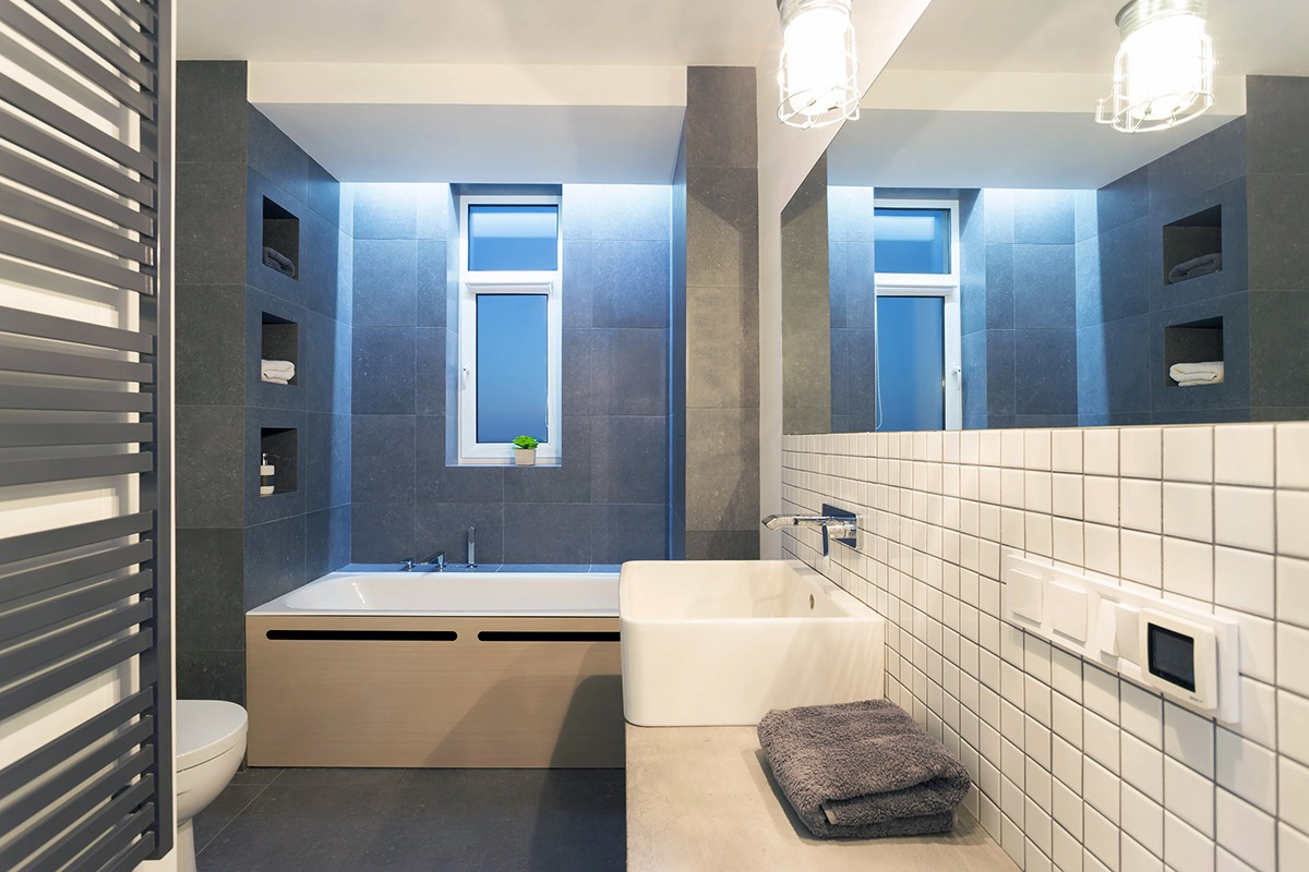 Smart tips renovating spacious bathroom interior designs for Smart bathroom designs