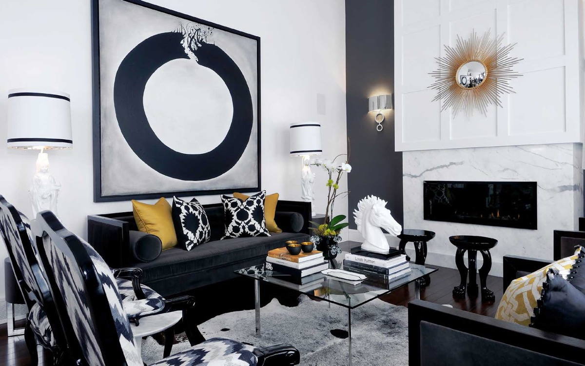 black-and-gold-living-room-big-framed-visual Atmosphere