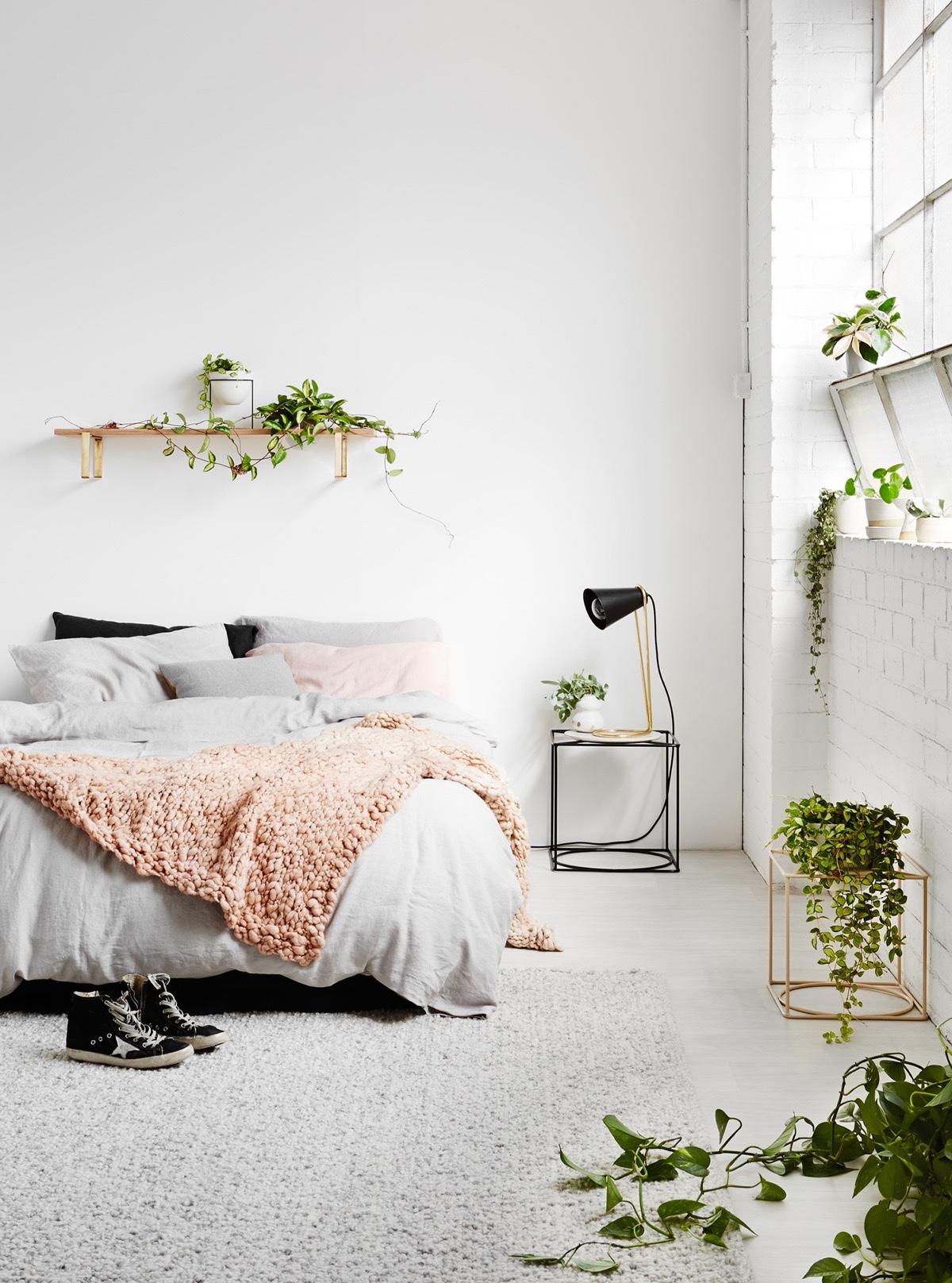 relaxing-simple-bedroom-design
