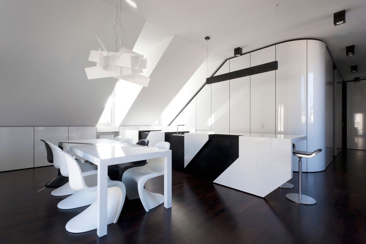 Monochrome dining room designs which applied with dazzle for Black n white dining rooms