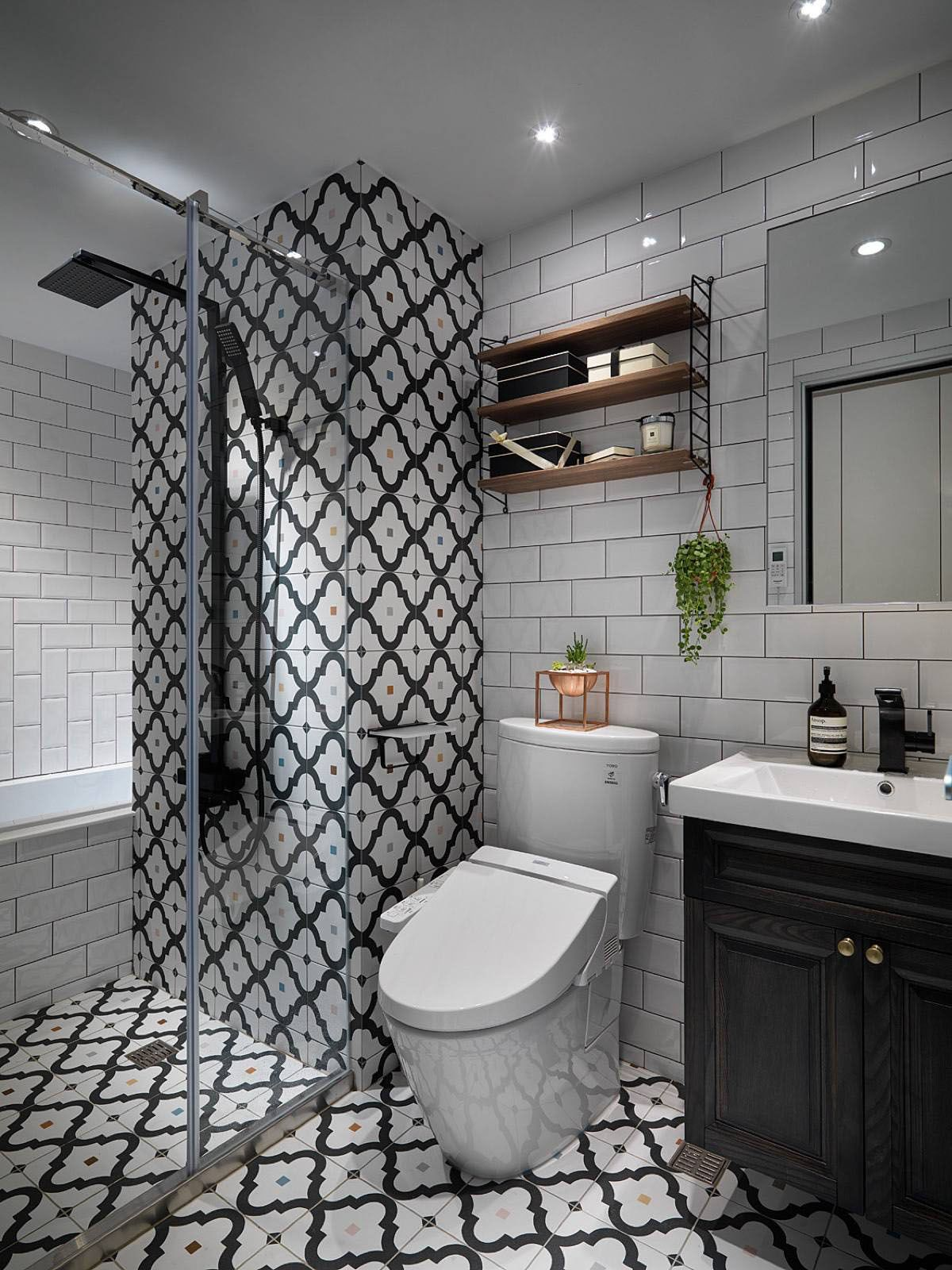 patterned-bathroom-tiles-in-scandinavian-style-bathroom