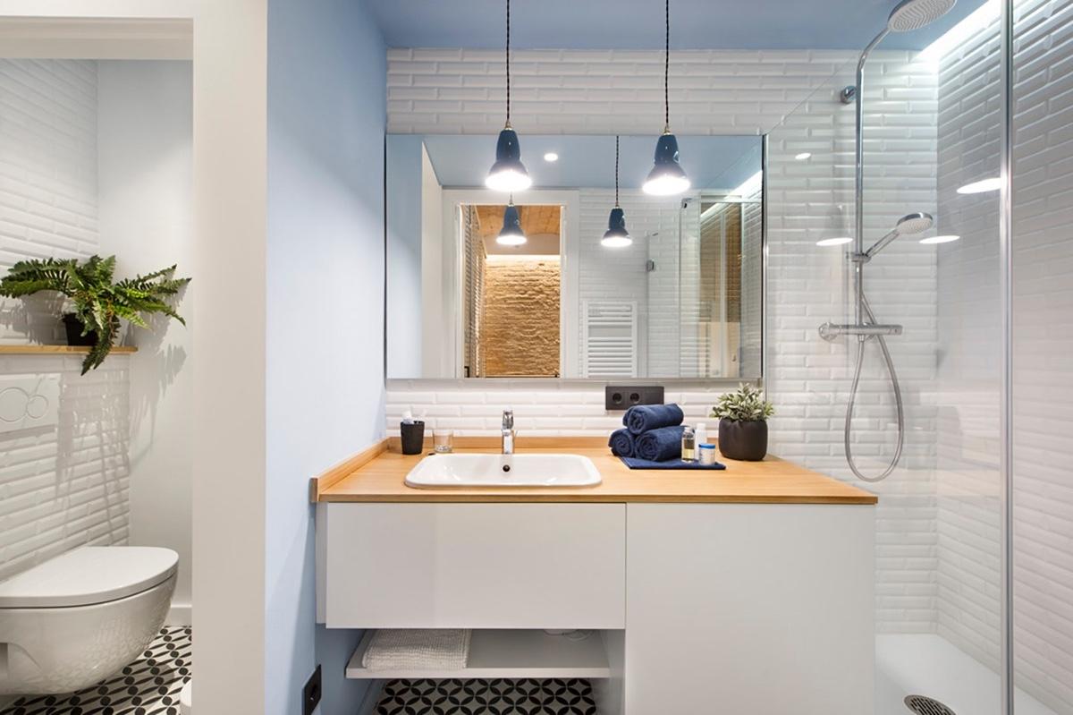 sleek-bathroom-tiled-floor-blue-fittings