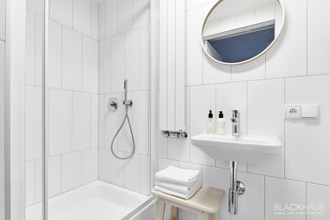 white-bathroom-with-vertical-tiles