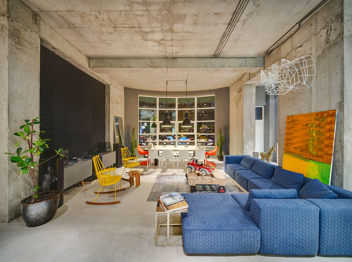colourful and concrete wall living-room-ideas-industrial