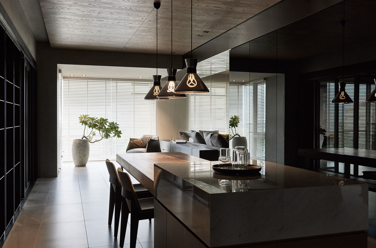 idea-bulb-pendants-contemporary-dark-dining-room
