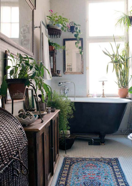 Small bathroom bohemian design
