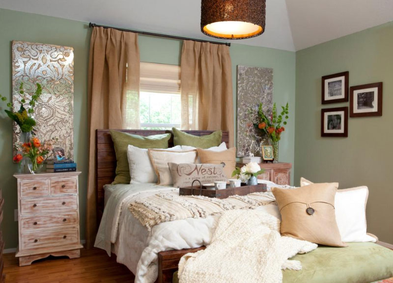 Comfortable Bedroom With Simple Decoration Roohome