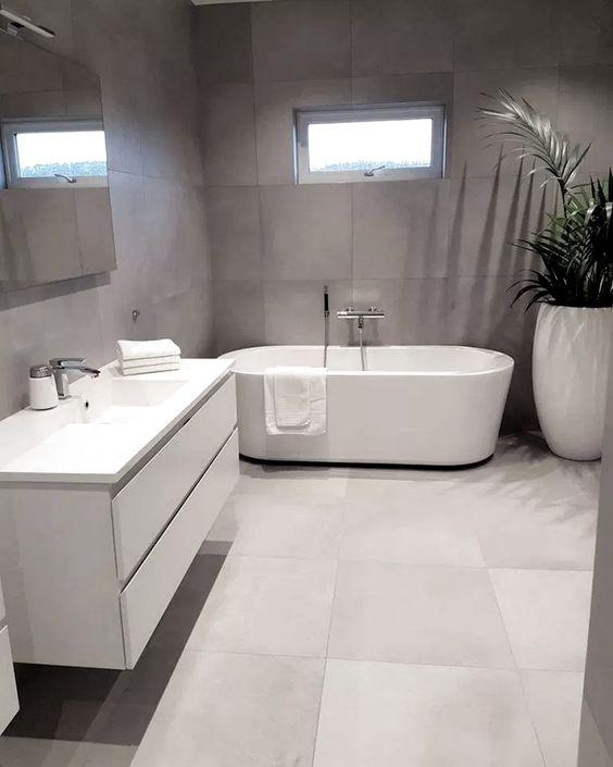 Simple Luxurious Bathroom