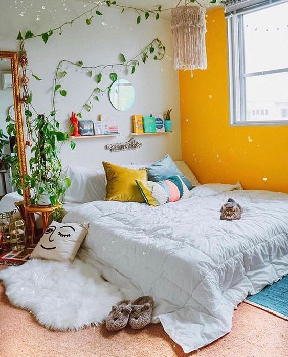 Fresh Look Small Bedroom with Plants