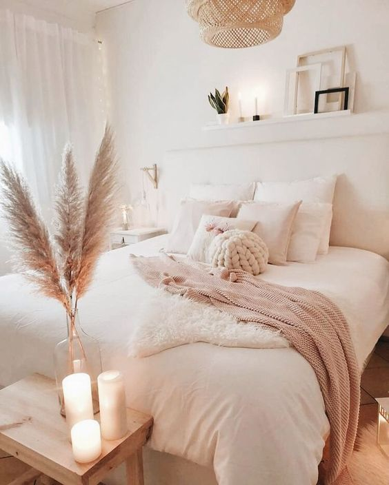 Beautiful White Bedroom Candles Decoration