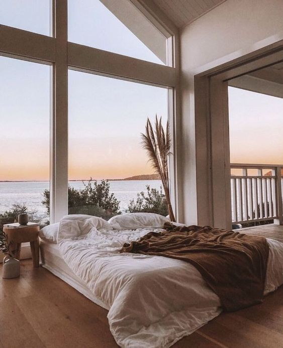 large window for beautify the bedroom