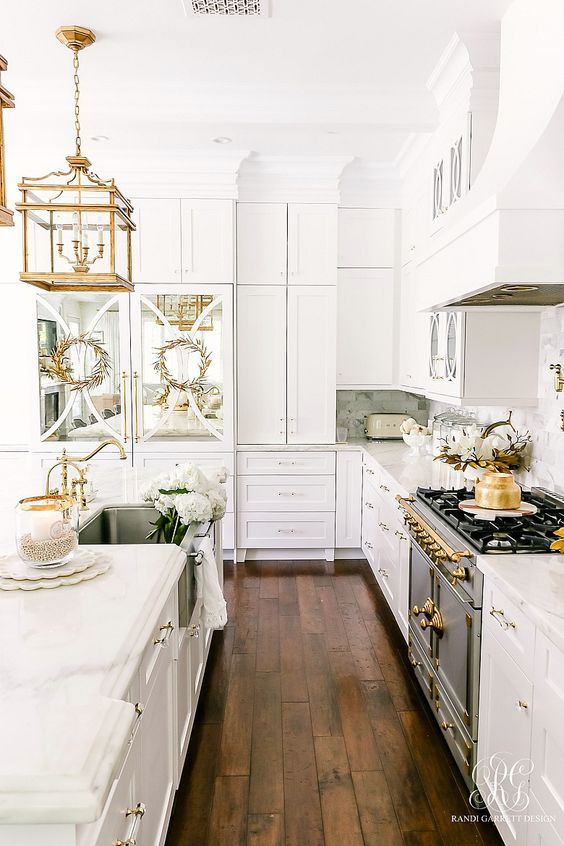 golden pendant lamp and kitchen tools make the kitchen look luxurious